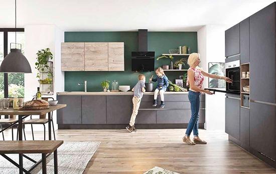 Küchen, Möbel und Couches